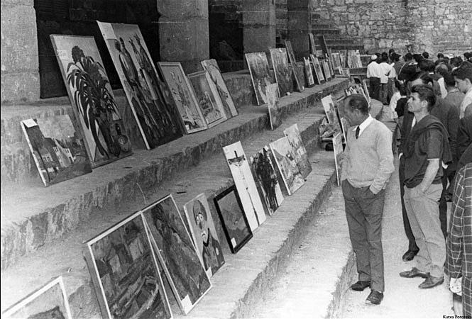 Feria de arte de la Asociación Artística de Guipuzcoa en la Plaza de La Trinidad