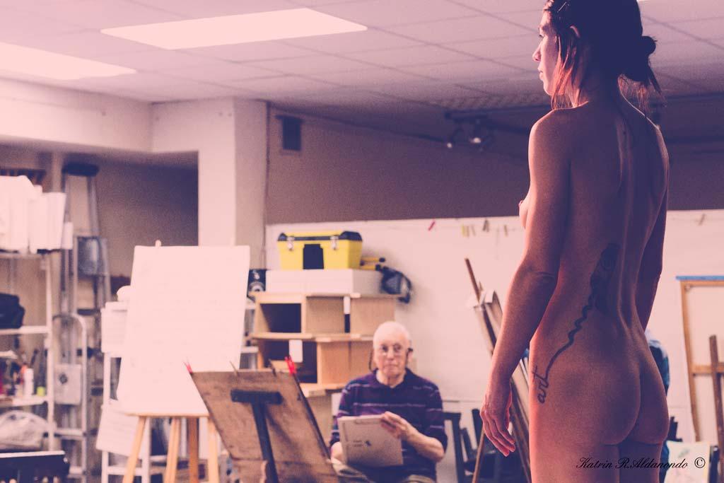 taller con modelo desnudo femenino